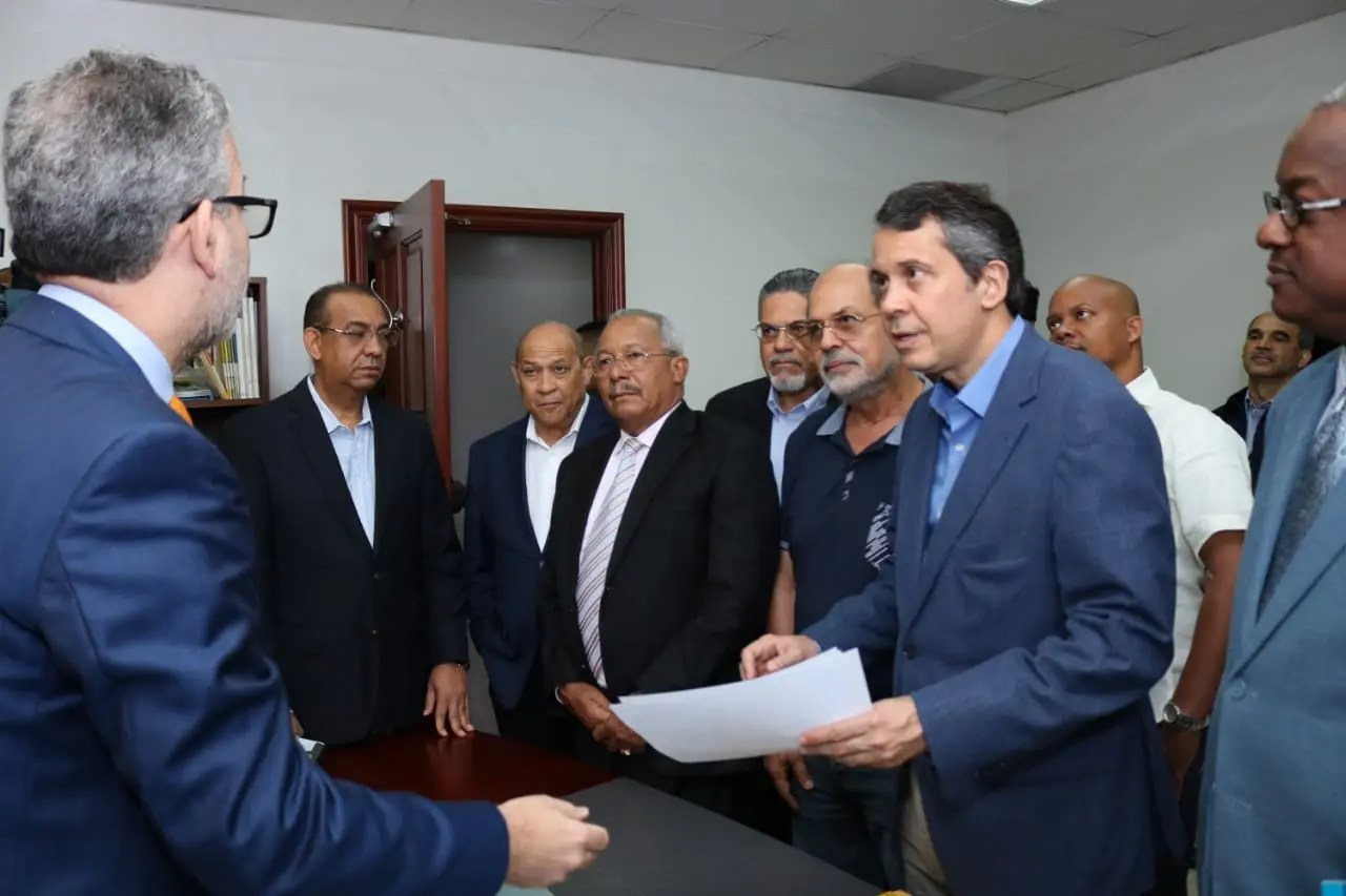 PRM entrega a la JCE padrón con más de un millón 303 mil militantes para votar en las primarias