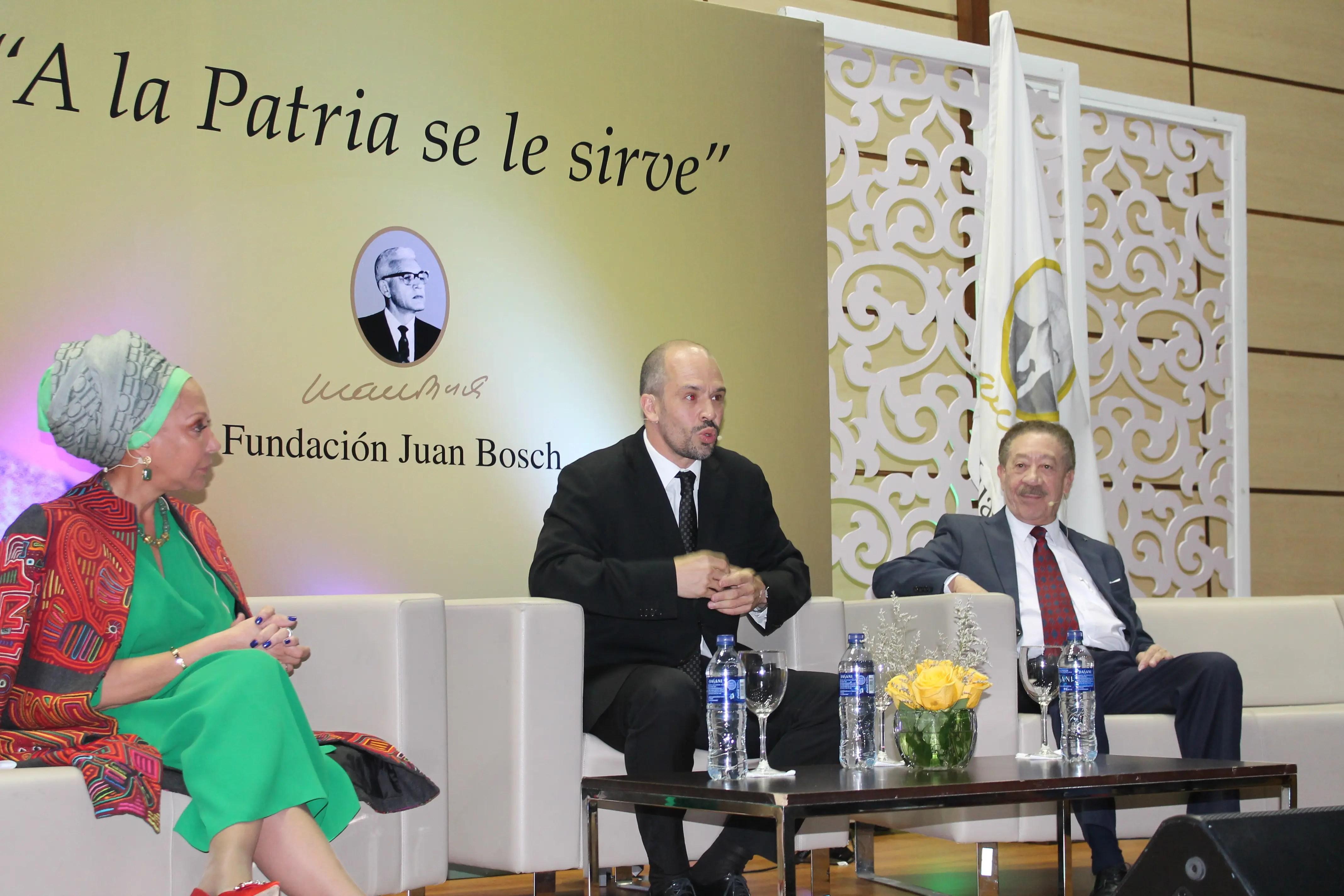 Fundación Juan Bosch entrega premio a destacadas personalidades del arte, la comunicación y la cultura