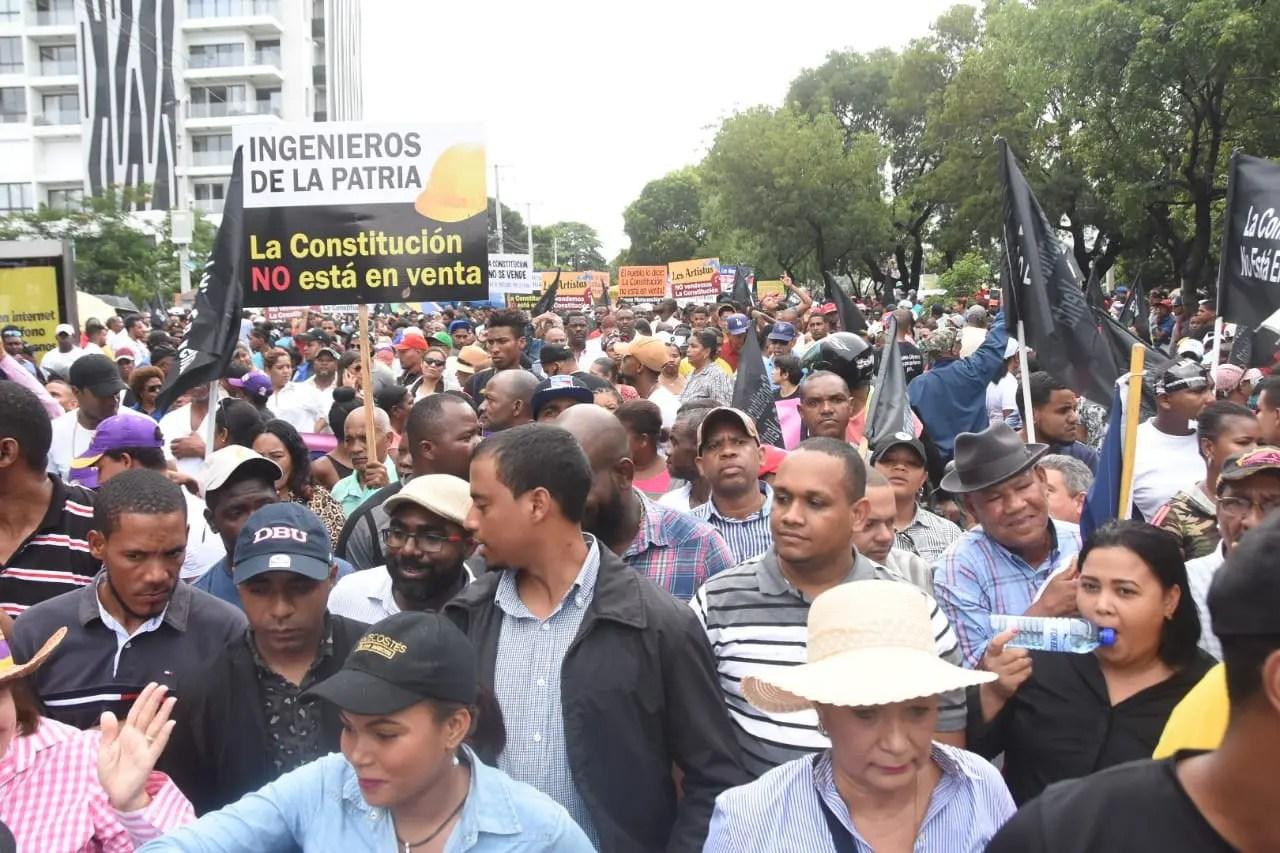 Con la llegada de Leonel inicia marcha al Congreso Nacional