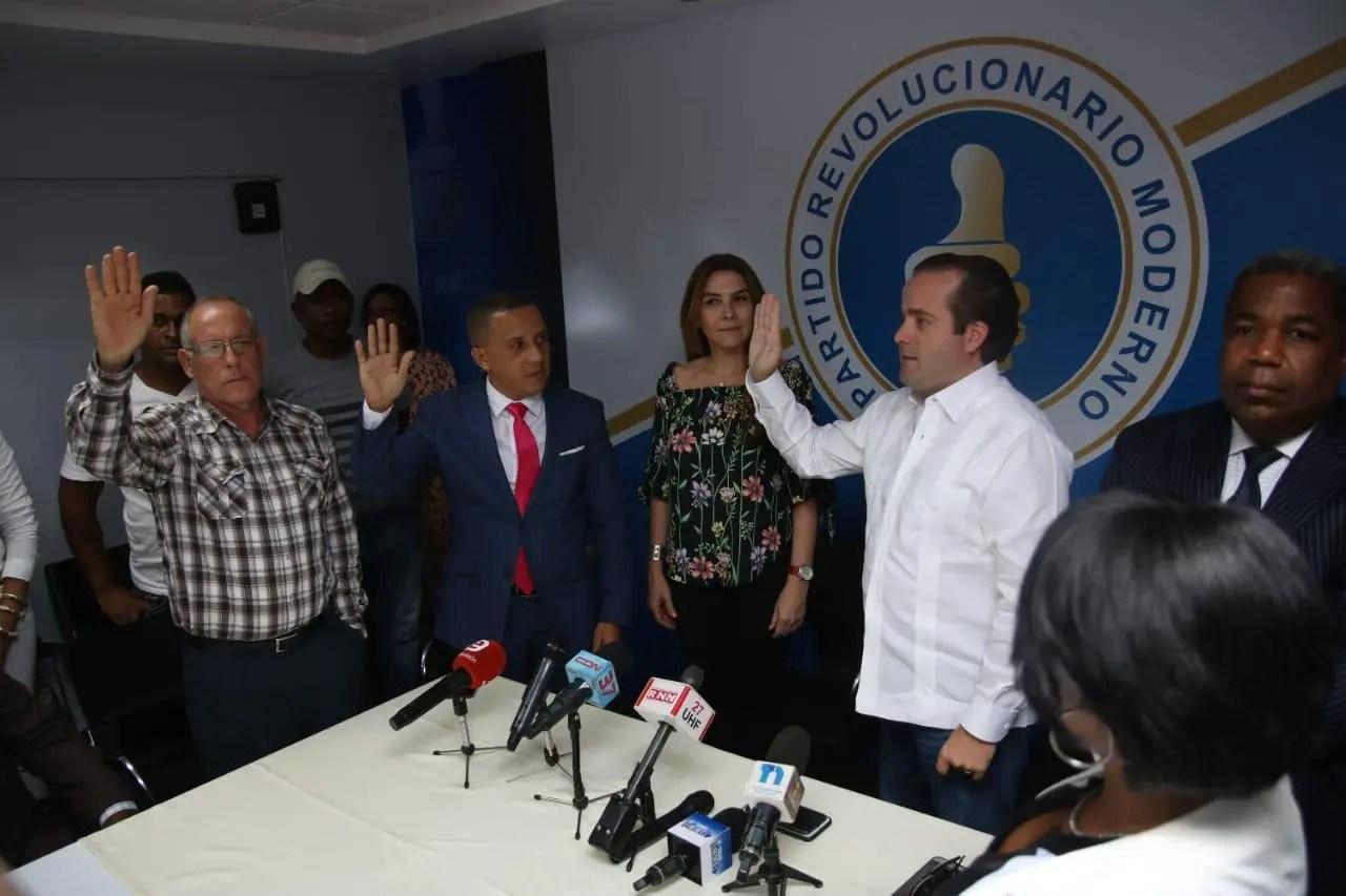 PRM juramenta seis regidores del PRD