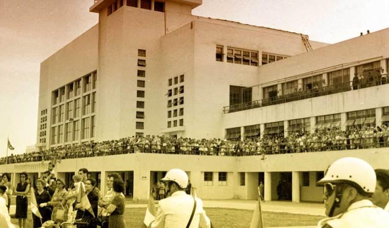 ¿Dónde se ubicó el primer aeropuerto comercial del Perú?