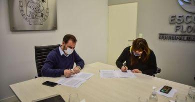 Ariel Sujarchuk y Fernanda Miño firmaron un convenio para realizar importantes obras de infraestructura en el barrio Villa La Esperanza