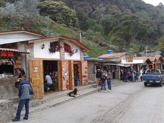 Galipán: montaña, flores y excelente gastronomía.