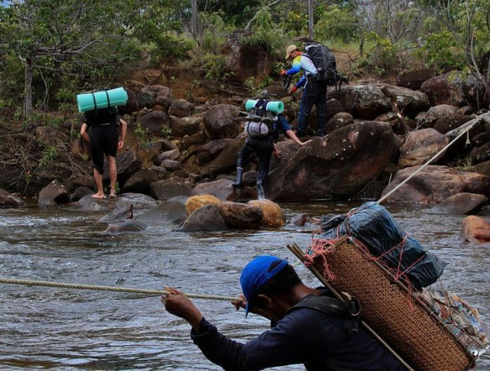 Excursionistas camino al Roraima