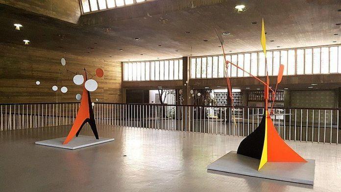 Esculturas de Calder en la Facultad de Arquitectura y Urbanismo