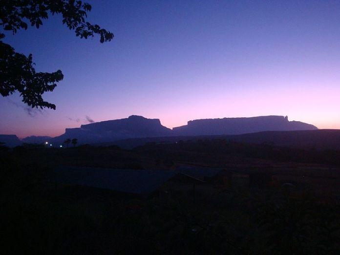 Roraima y Kukenán al amanecer
