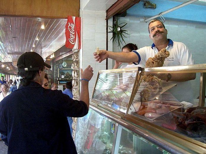 Venta de comida en El Junquito