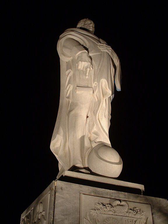 Bolívar Académico, escultura de Joaquín Roca Rey en los jardines de la Universidad Simón Bolívar