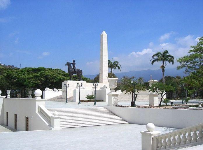 Monumento a los Precursores en el Paseo Los Próceres
