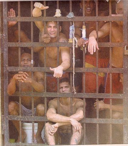 La evolución de la dominación sobre el cuerpo y su devenir hacia la sociedad globalizada: el nacimiento de la prisión y la criminalización de la pobreza.