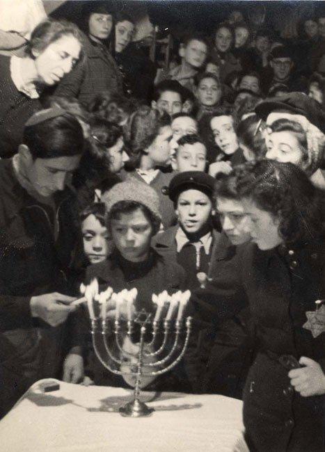 La búsqueda de una ideología llena de sentido con nuestro judaísmo y lejos del consumismo superficial que nos rodea.