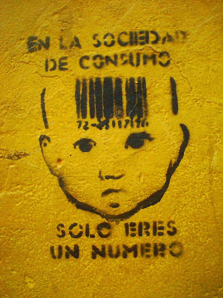 La sociedad de consumo y la realización, ¿son compatibles? La Felicidad de todos cambiada por el capitalismo.
