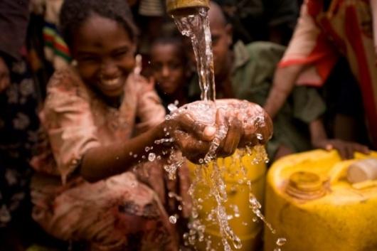 La caridad del balde de agua en la cabeza