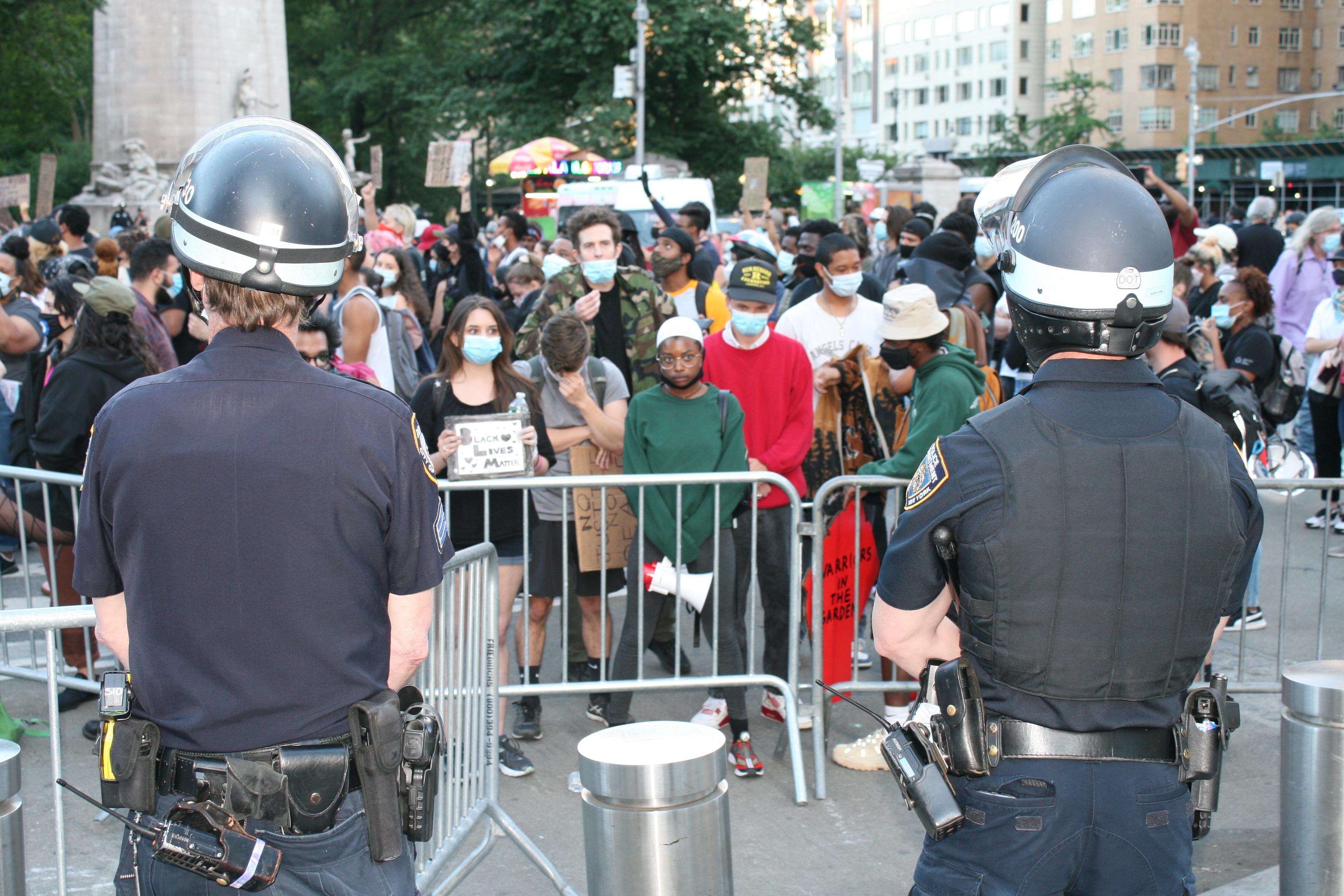 No todos están contentos con las leyes de reforma policial firmadas por De Blasio