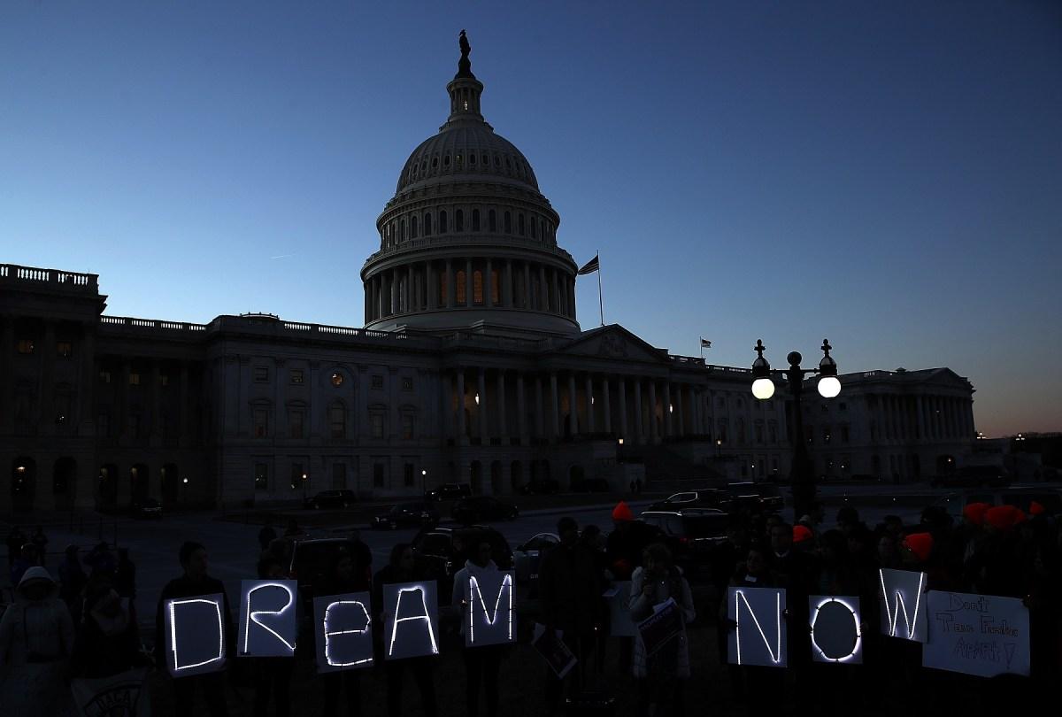 La poderosa agenda migratoria de Biden que beneficiaría por ahora a 'dreamers', gente con TPS y asilo (podcast)