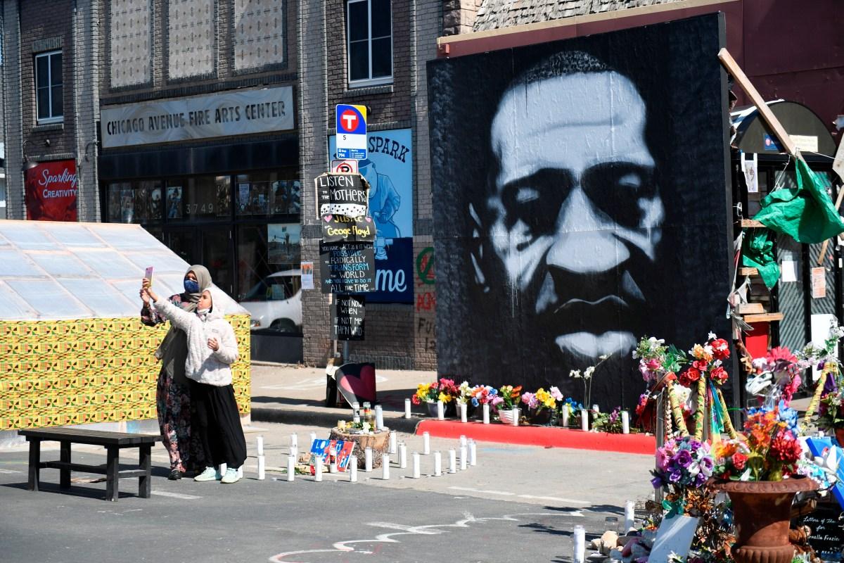 """Juicio contra Derek Chauvin: Policía acusado de asfixiar a George Floyd en Mineápolis usó """"fuerza mortal"""", según experto de LAPD"""