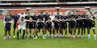 Jugadores de la selección de Panamá en el estadio Azteca.