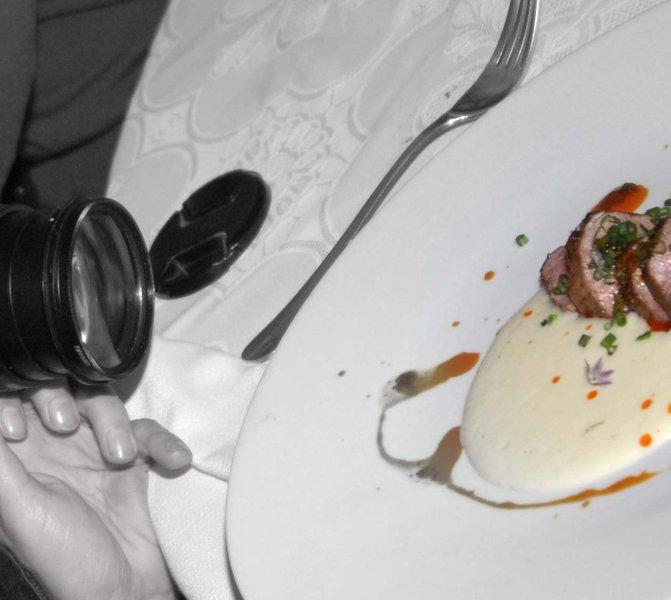 Lo que como es mío y lo fotografío. La legalidad/ilegalidad de tomar fotos de platos en restaurantes.