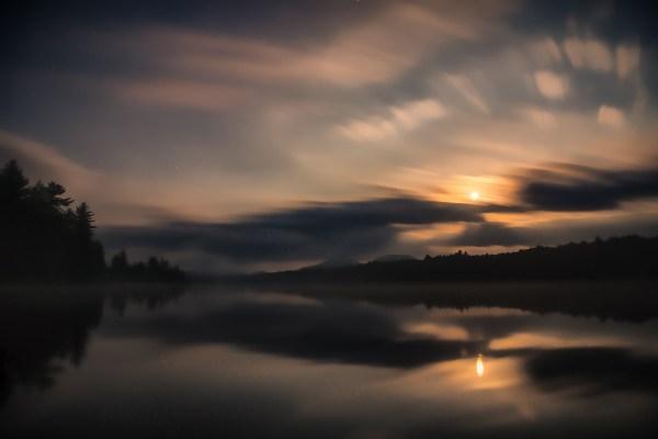 Blurry Night - Lake - Photo