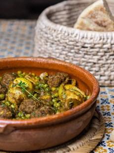 Tajine de boulettes de viande aux artichauts et petits pois