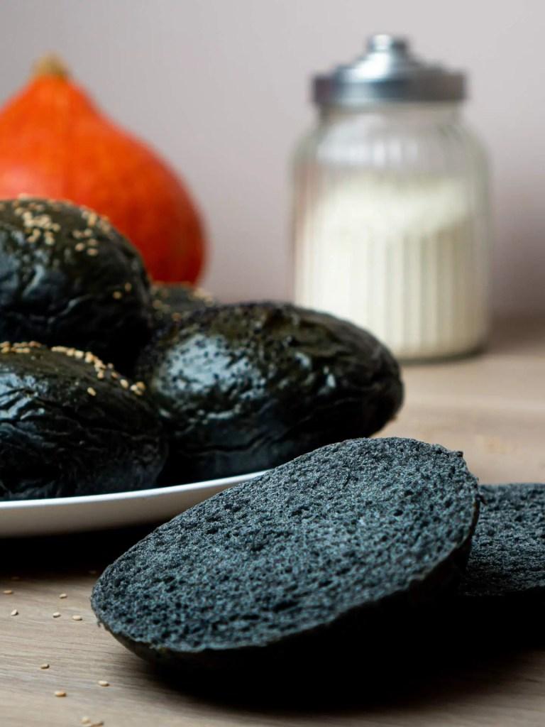 assiette de pain burger brioché noir