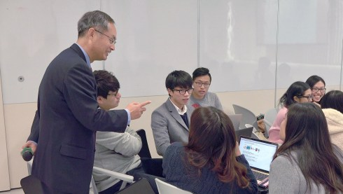 Dr. Li provided instance feedback to students