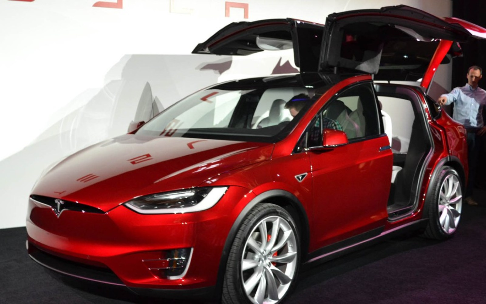 The Tesla Model X should reach its full production rate in Q2: Here's what Elon Musk had to say about Tesla's new SUV