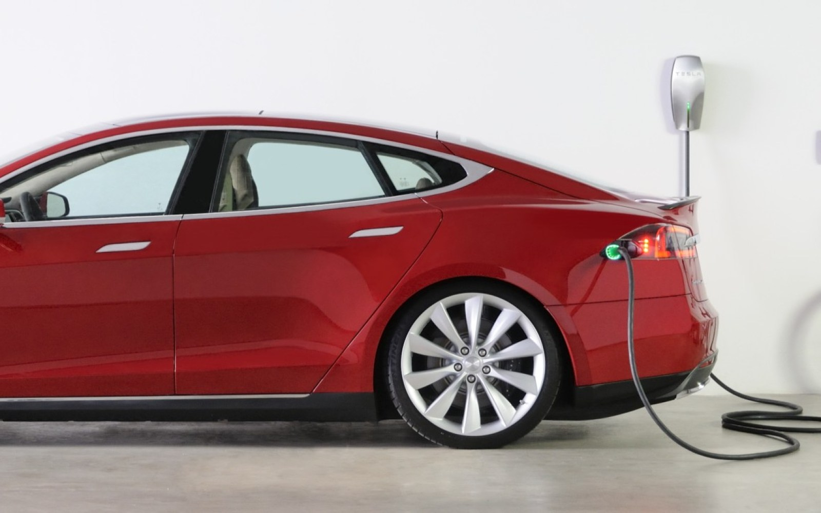 Tesla Quietly Released A New Cheaper And Upgraded Tesla