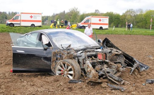model s crash germany 3