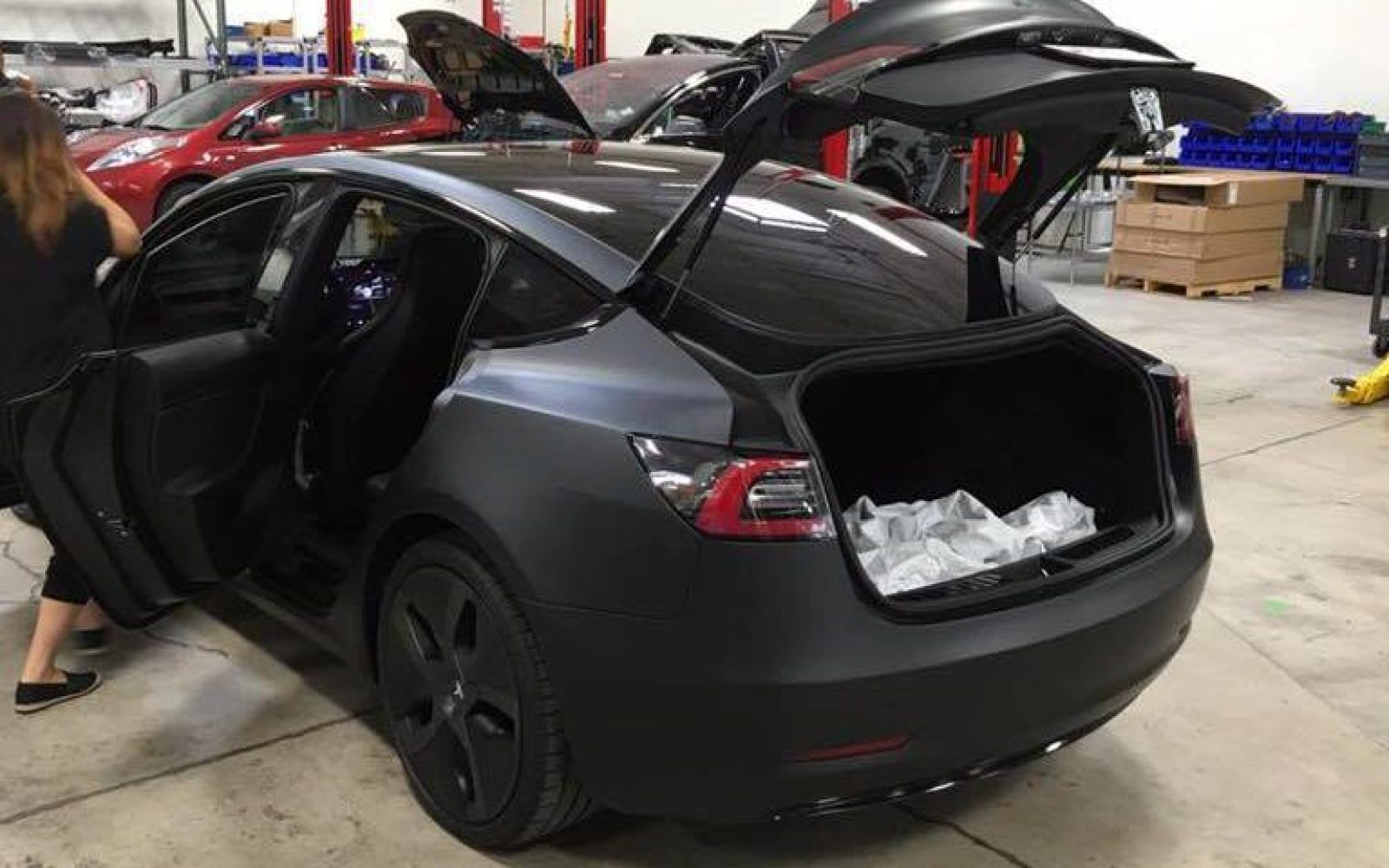 tesla model 3 39 s back seats will fold flat with 5 39 6 39 39 of space in the back electrek. Black Bedroom Furniture Sets. Home Design Ideas
