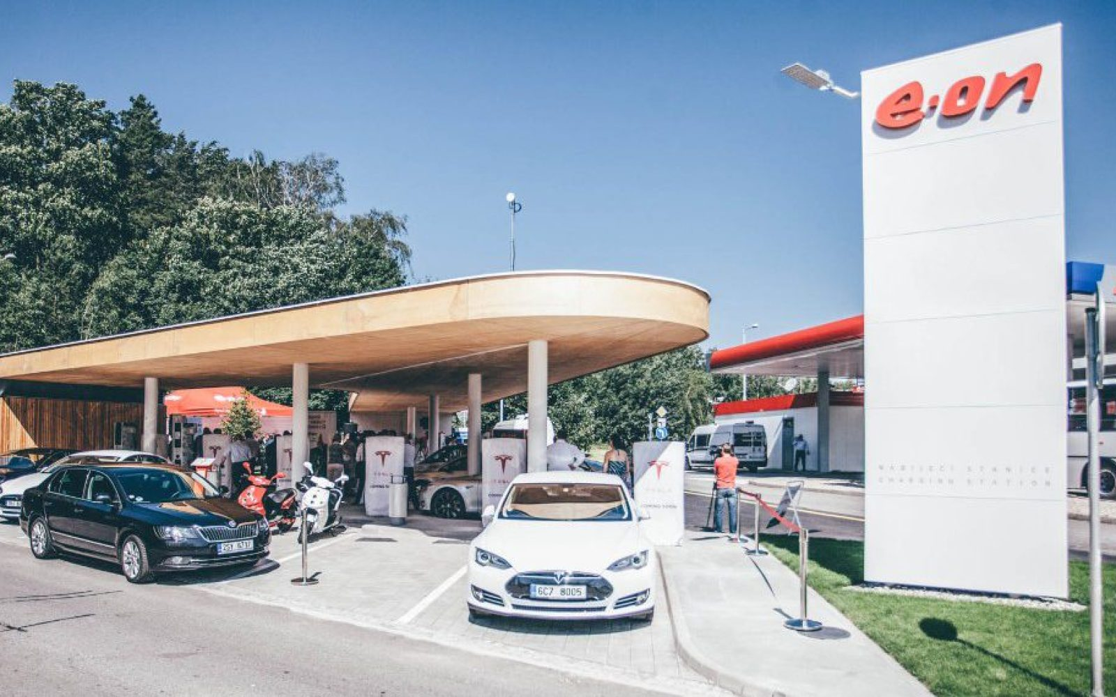 Tesla's first Supercharger in Czech Republic is in an impressive charging station [Gallery]