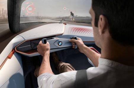 BMW-Vision-Next-100-interior-HUD
