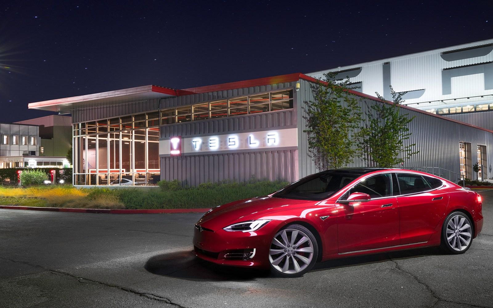 Tesla increases its lead on the US luxury sedan market, beating Mercedes, BMW and Audi