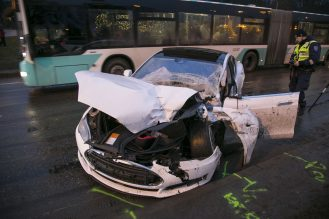 tesla-model-s-accident-estonia-3