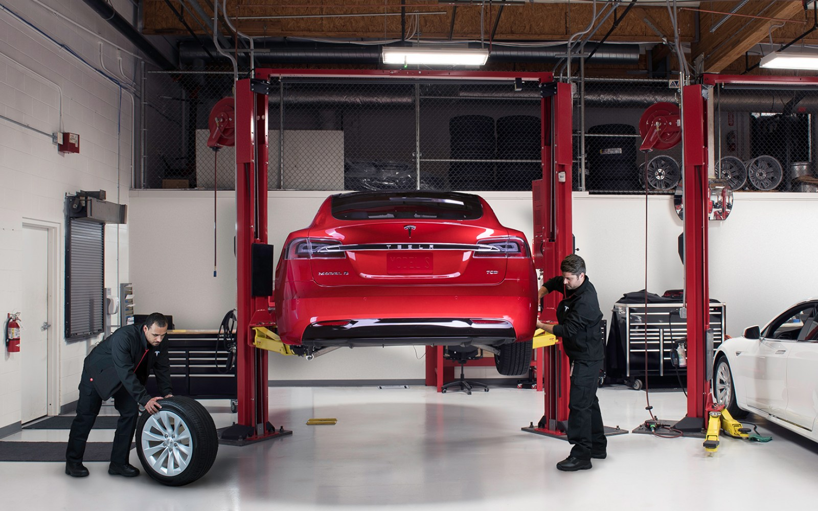 Tesla introduces new maintenance plans for Model S and X: more services, but with a price increase