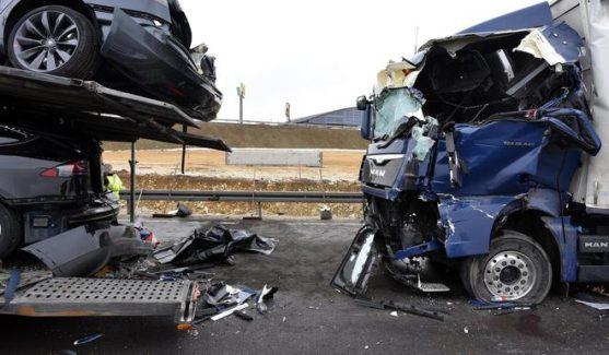 tesla-delivery-truck-crash-1