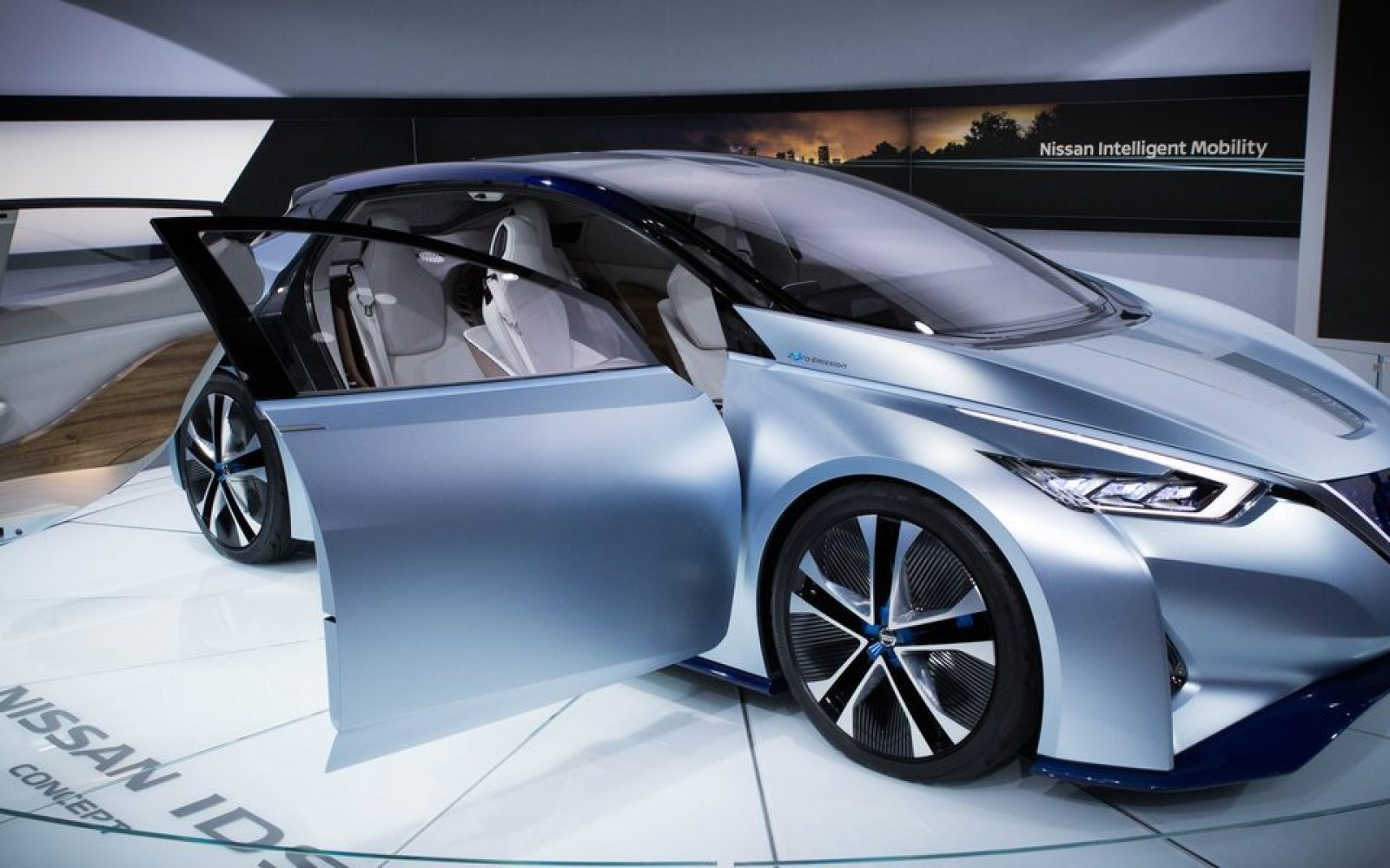 Leaf 60 Kwh Battery >> Nissan says it will unveil next-gen LEAF with 200+ miles of range in September, ship it soon ...