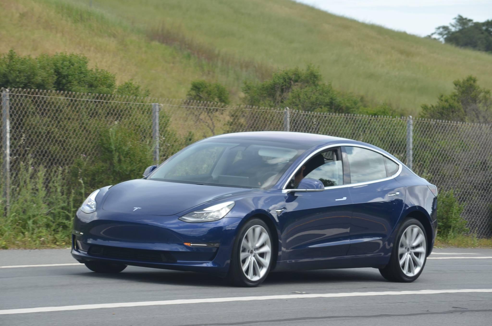 Tesla Model 3: updated version of the blue release ...