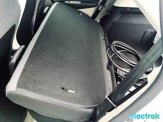 12 Renault Zoe White Folding rear seat Electric Vehicle Battery Powered Green Electrek Best Selling EV Europe - 107