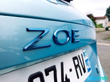 24 Renault Zoe Blue Turquoise Logo Lettering Electric Vehicle Battery Powered Green Electrek Best Selling EV Europe - 120