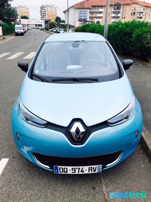 26 Renault Zoe Blue Turquoise Electric front view hood headlights Vehicle Battery Powered Green Electrek Best Selling EV Europe - 122