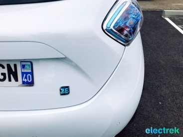 9 Renault Zoe White Taillight ZE Logo Hatchback 5 door Electric Vehicle Battery Powered Green Electrek Best Selling EV Europe - 114