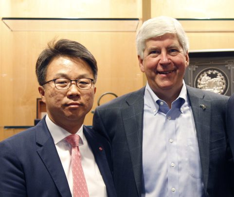 """Michigan Governor Rick Snyder congratulates LG Electronics USA Senior Vice President Ken Chang as LG announces plans to establish a new electric vehicle components plant in Hazel Park., Mich., and expanded R&D center in Troy, Mich., creating nearly 300 jobs. """"LG's great technological advancements and our outstanding workforce will help pave the way for the vehicles of the future right here in Michigan. When leading global companies like LG invest in Michigan and create hundreds of good, high-paying jobs here, it speaks volumes about the strong business and mobility climate in the state today,"""" the governor said. (PRNewsfoto/LG Electronics USA)"""