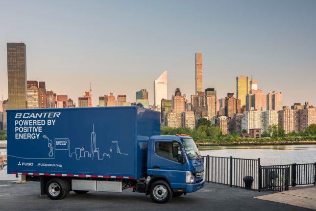 Der FUSO eCanter – der erste vollelektrische Lkw in Serienproduktion feiert seine Weltpremiere in New York City The FUSO eCanter – the first all-electric truck in series production celebrates its global launch in New York City