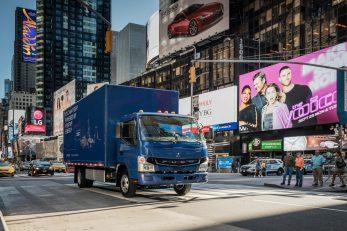 Der lokal emissionsfreie und geräuscharme eCanter macht den alltäglichen Verteilerverkehr in Städten wie New York City nachhaltiger und umweltfreundlicher The local zero-emission, zero-noise eCanter will help transform New York City, and other urban areas, into cleaner and quieter places for everyday deliveries