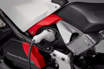 Honda introduces Riding Assist-e self-balancing electric motorcycle 7