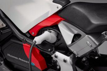 Honda introduces Riding Assist-e self-balancing electric motorcycle 7