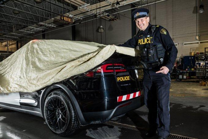 Tesla Model X police 7