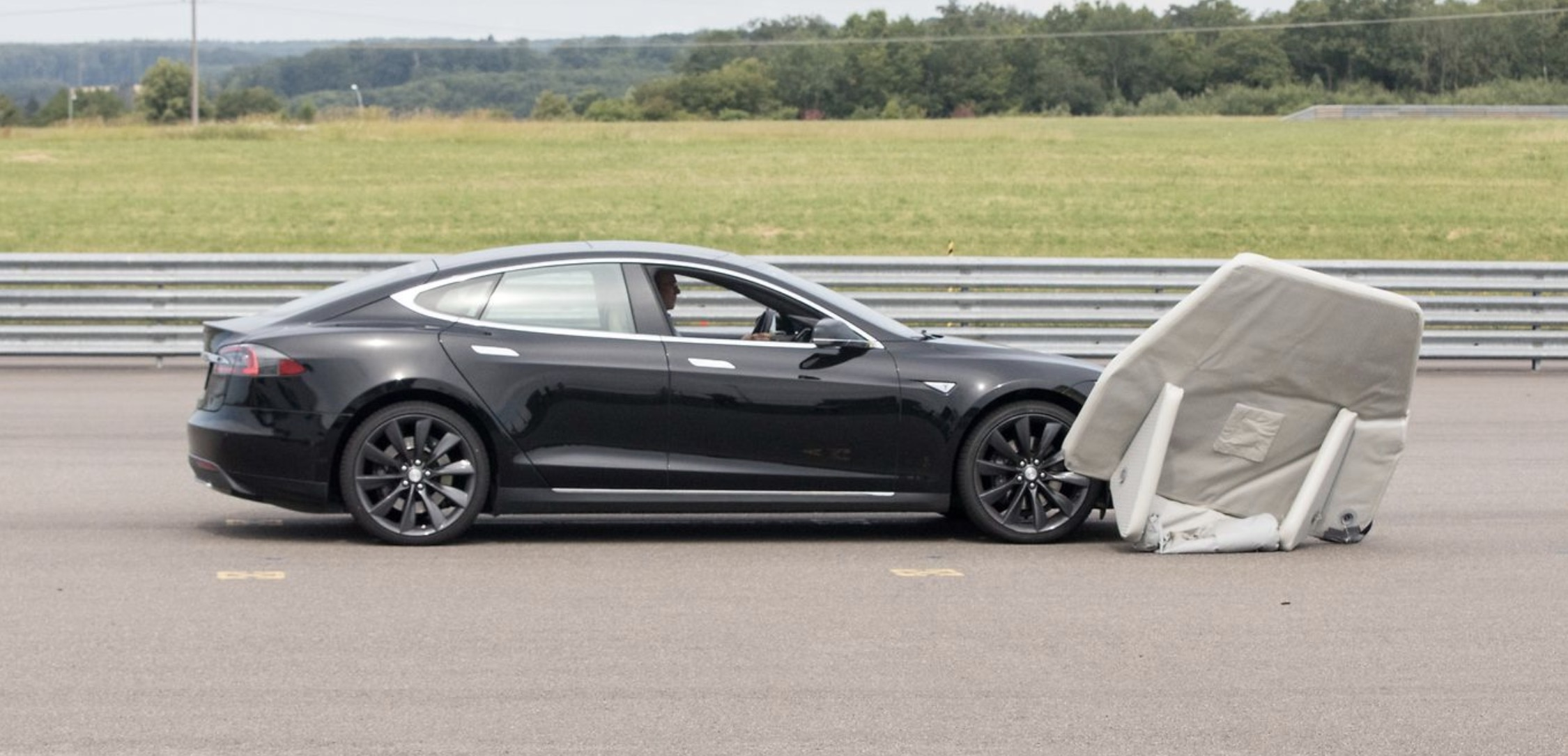 Tesla Model S Fails Auto Braking Test Tesla Questions Validity Of The Test