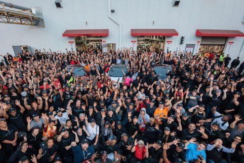 Tesla-factory-employees
